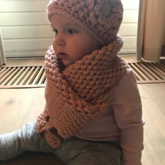 gehaakte-beanie-muts-met-sjaal