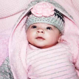 gehaakte-baby-beanie-muts-met-grote-roze-bloem