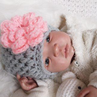 gehaakte-baby-beanie-muts-met-bloem