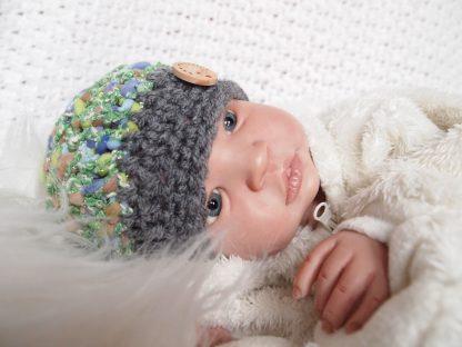 baby-beanie-muts-met-houten-knoop