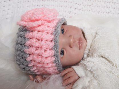 gehaakte-baby-beanie-bloemmuts