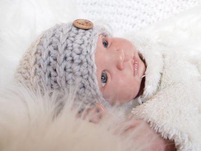 gehaakte-baby-beanieklot-tweekleurig