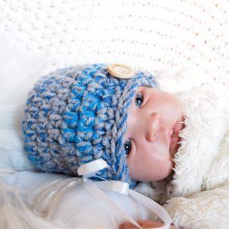 gehaakte-baby-beanieklot-daphne-met-knoop