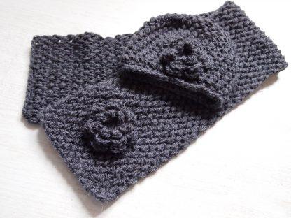 donkergrijze-babyset-sjaal-met-muts